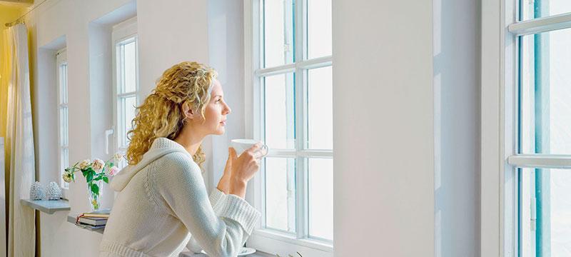Где купить пластиковые окна и заказать остекление балкона?