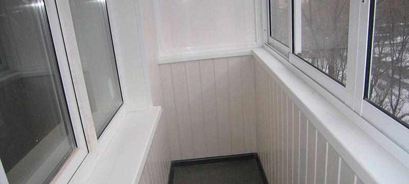 Отделка балкона панелями-ПВХ: выбор по дизайну и качеству