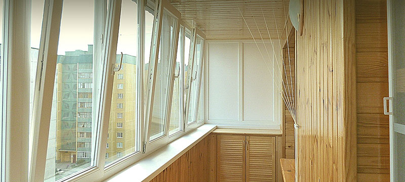 Отделка балкона вагонкой или пластиком – что выбрать?